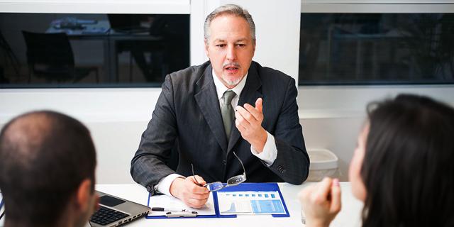 הפרידו חשבונות ובידקו תנאים: מדריך לעסקים קטנים להתנהלות מול הבנקים