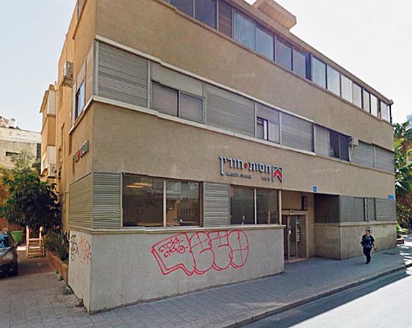"""הבניין ברחוב אבן גבירול בת""""א"""