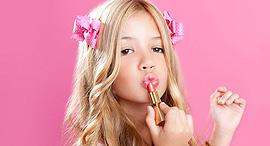 ילדה מאופרת איפור מוסף