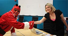 ראיון עבודה בתחפושת, צילום: flickr / Ted Murphy