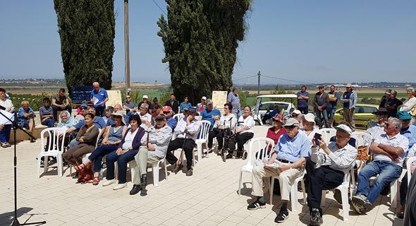 הטקס ליד האנדרטה בקיבוץ ארז, צילום: דוד הכהן