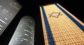 דגל ישראל דולק על מגדלי עזריאלי