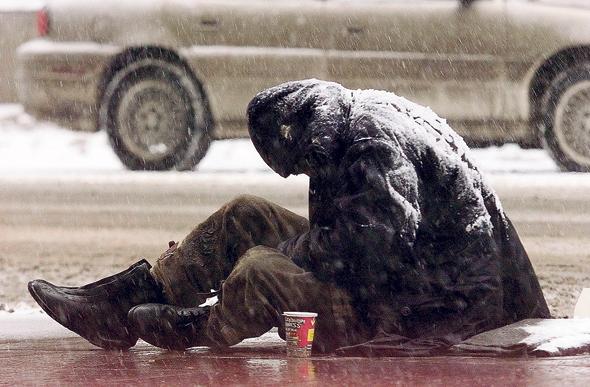 דר רחוב בטורונטו, קנדה. הניסוי של רדלמאייר הוכיח שכשבית החולים העניק לדרי רחוב יחס מכבד פחת השימוש שלהם במערכת הבריאות בכללותה, כי האמון שלהם בה גבר, צילום: רויטרס