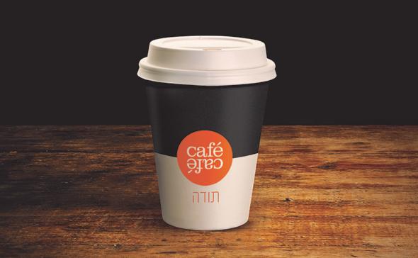 כוס טייק אווי של קפה קפה. ממחר המחיר יירד ל-6 שקלים