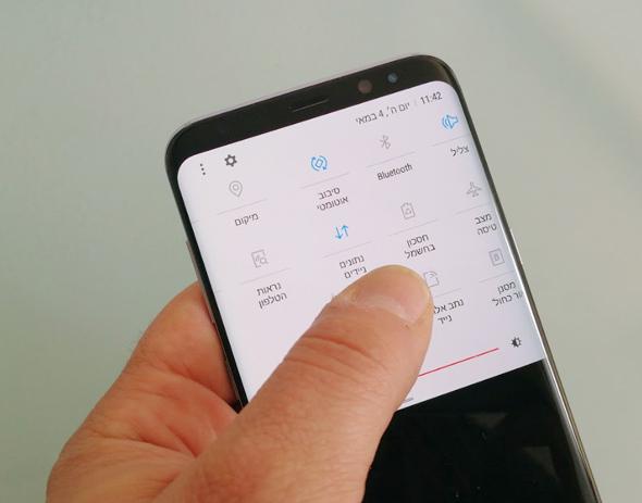 סמארטפון אנדרואיד של סמסונג, צילום: רפאל קאהאן