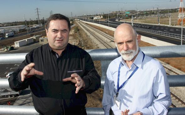 """מימין ניצן יוצר יו""""ר מנהלת ה נתיב ה מהיר ו ישראל כץ שר התחבורה, צילום: אריאל בשור"""