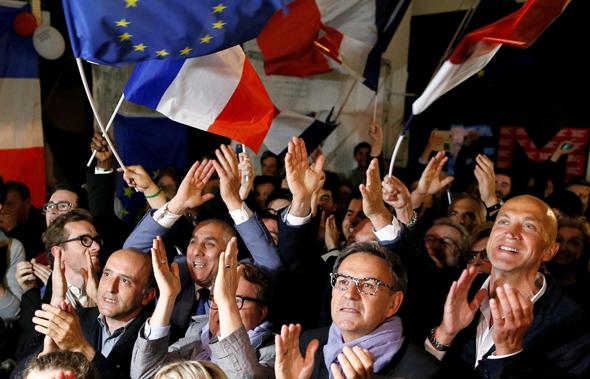 תומכי עמנואל מקרון את ניצחונו ב בחירות לנשיאות חוגגים ליון צרפת , צילום: רויטרס