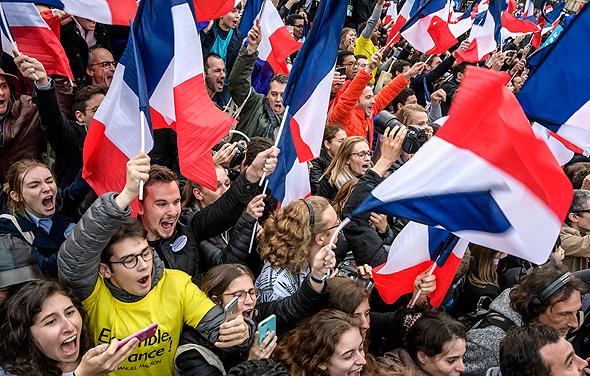 תומכי עמנואל מקרון את ניצחונו ב בחירות לנשיאות חוגגים פריז צרפת , צילום: אי פי איי