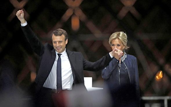 עמנואל מקרון עם אישתו בריג'יט נאום ניצחון בחירות 2017 לנשיאות מוזיאון צרפת, צילום: רויטרס