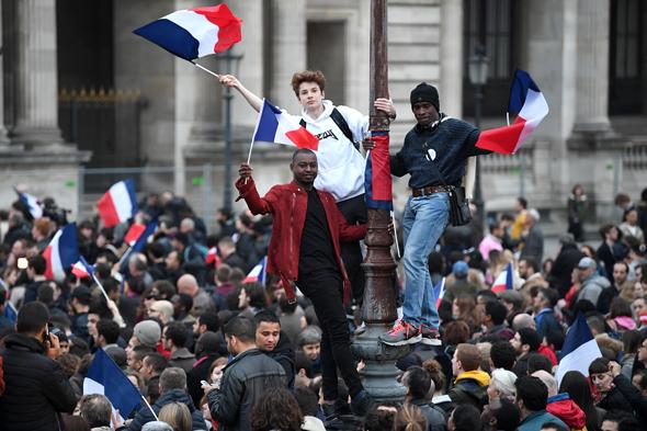 תומכים חוגגים את ניצחון עמנואל מקרון בחירות 2017 לנשיאות מוזיאון צרפת, צילום: גטי אימג'ס