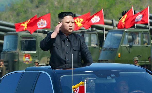 נשיא צפון קוריאה קים ג'ונג און מצעד , צילום: איי פי