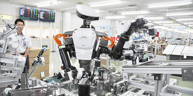 בטווח הקרוב אוטומציה לא תשפיע על מספר העובדים אך בעתיד תדרוש התאמה בכישורים הן מצד מעסיקים והן מצד העובדים, צילום: RobotHub
