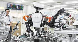 רובוטים במפעל, צילום: RobotHub