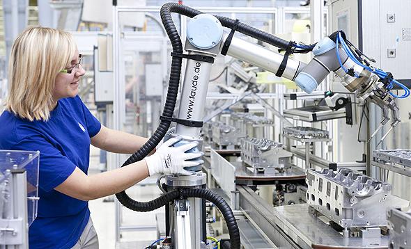 נשים נמצאות ביותר משרות הדורשות ביצוע פעולות שגרתיות ואינן דורשות מיומנויות גבוהות - משרות שמועדות להיות מוחלפות על ידי מכונות, צילום: NPR