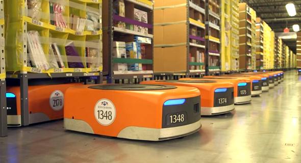 רובוטים במחסן של אמזון