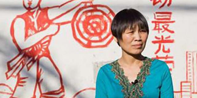 כך הפכה עובדת משק בית חד הורית לגיבורת מעמד הפועלים בסין