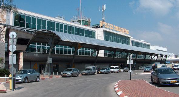 """הכניסה ל טרמינל 1 ב נתב""""ג, צילום: ויקיפדיה"""