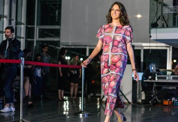 """מתוך תצוגת האופנה של Fashion Revolution באוניברסיטת תל אביב בשבוע שעבר. בדים שלא מזהמים את הסביבה, צילום: יח""""צ"""