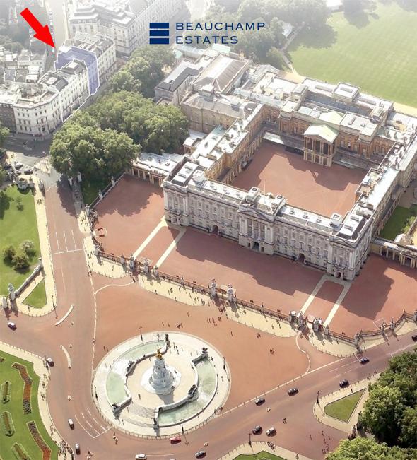 ארמון בקינהגם, משמאל בניין הדירות שמוצעות למכירה