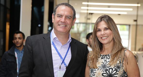 """משמאל: ד""""ר נמרוד קוזלובסקי ובת זוגו אילנה שושן, צילום: אוראל כהן"""