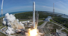 רקטת פלקון 9 של חברת ספייס X , צילום:NASA