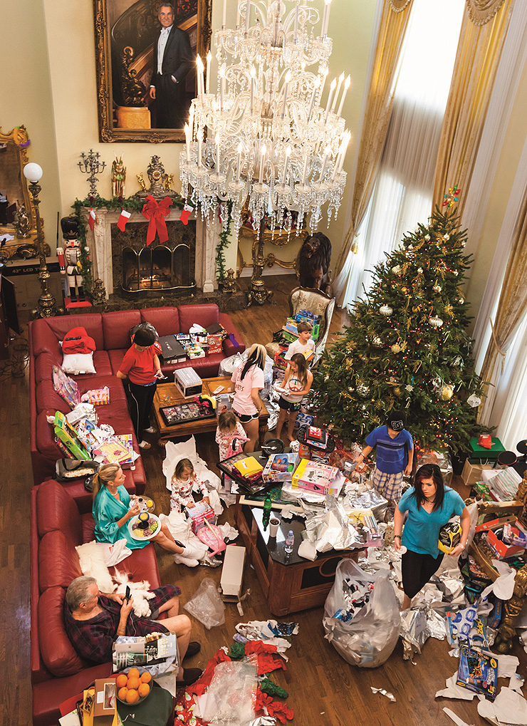 בוקר חג המולד באחוזת סיגל, פלורידה. מיליון דולר בשנה על שופינג