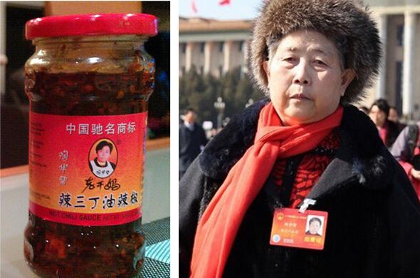 מימין: ממציאת הרוטב טאו חואה בי בת ה-70 וצנצנת מהמפעל שהקימה