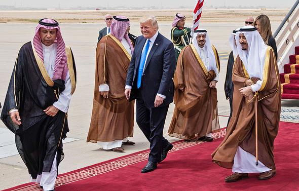 """נשיא ארה""""ב דונלד טראמפ ואשתו מלינה טראמפ בביקור נשיאותי ב סעודיה, צילום: איי אף פי"""