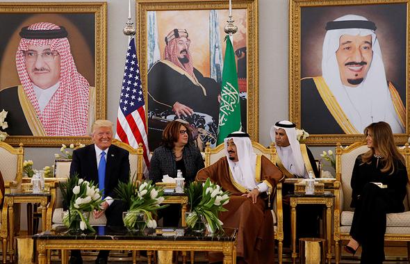 מיליות מפתח דונלד טראמפ ואשתו מלניה עם מלך סעודיה סלמן, צילום: רויטרס