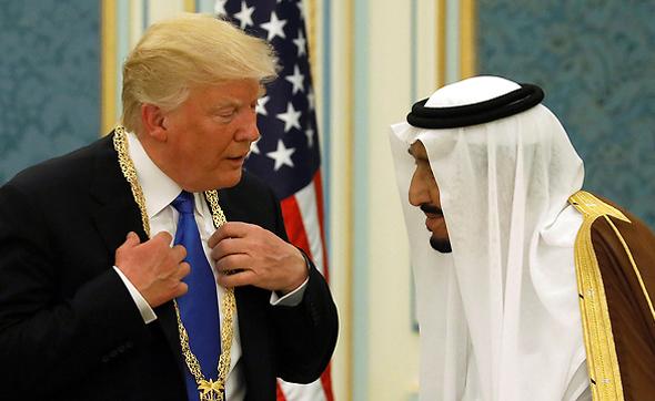 """סלמאן מלך סעודיה עם נשיא ארה""""ב דונלד טראמפ, צילום: רויטרס"""