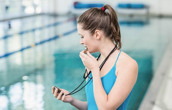 מאמנת שחייה מקצועות טינדר, צילום: שאטרסטוק