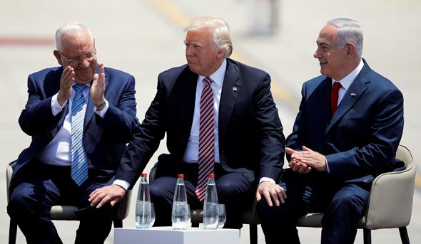 "מימין ראש הממשלה בנימין נתניהו נשיא ארה""ב דונלד טראמפ ו הנשיא רובי ריבלין  ב נתב""ג, צילום: רויטרס"