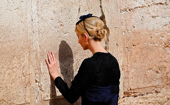 איוונקה טראמפ ב כותל המערבי ירושלים מאי 2017, צילום: איי אף פי
