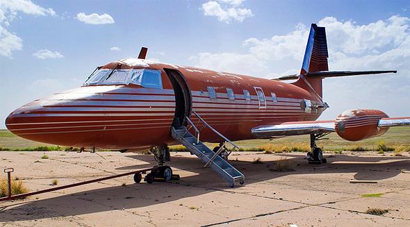 מטוס הלוקהידג'טסטאר 1962 של אלביס. עיצוב של מלך הרוק אנד רול
