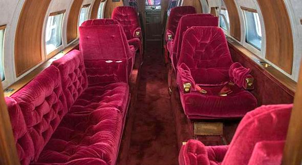 המטוס מבפנים. בבית המכירות הפומביות מעריכים כי הוא שווה בין 2 ל-3.5 מיליון שקל
