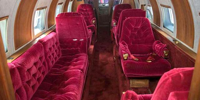 המטוס מבפנים. בבית המכירות הפומביות מעריכים כי הוא שווה בין 2 ל-3.5 מיליון שקל, צילום: GWS Auctions
