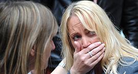 אישה המומה לאחר פיגוע במרכז קניות ב מנצ'סטר בריטניה, צילום: איי פי