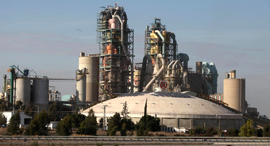 מפעל מלט נשר אזור התעשייה הדרומי ב רמלה, צילום: אריאל שרוסטר
