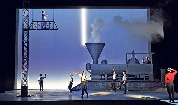 """מתוך האופרה """"איינשטיין על החוף"""". אבן פינה בתיאטרון העכשווי"""