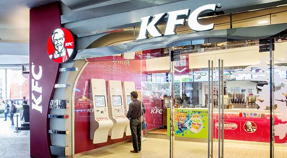 סניף KFC בשנגחאי, סין. 20 אלף סניפים ב־125 מדינות