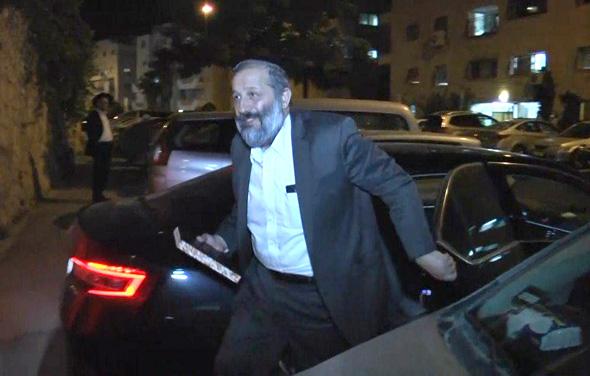 שר הפנים אריה דרעי לאחר חקירתו במשטרה, צילום: גיל יוחנן