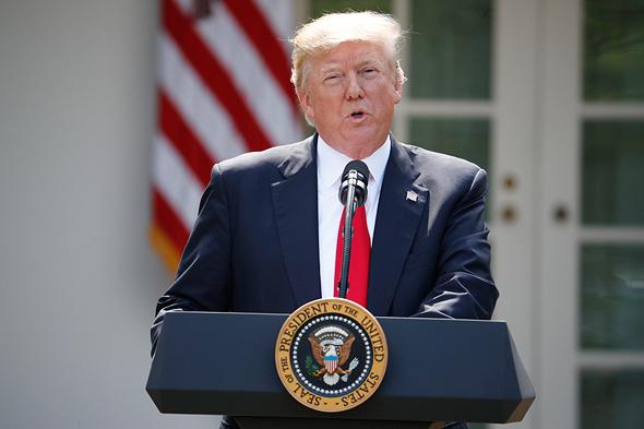 טראמפ  בהכרזת הפרישה מהסכם פריז, צילום: איי פי