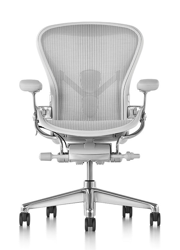 """כיסא ה־Aeron. """"הכיסא שיגרום לך להרגיש כמו מפקד ספינת חלל"""", על פי """"ניו יורק מגזין"""""""