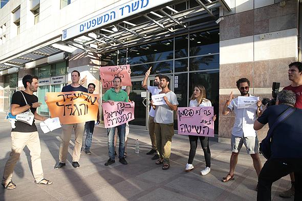 הפגנה אסיפת נושים אליעזר פישמן הסדר חוב , צילום: אוראל כהן