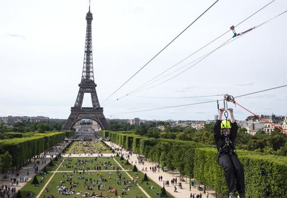 מגדל אייפל אומגה פריז, צילום: איי פי