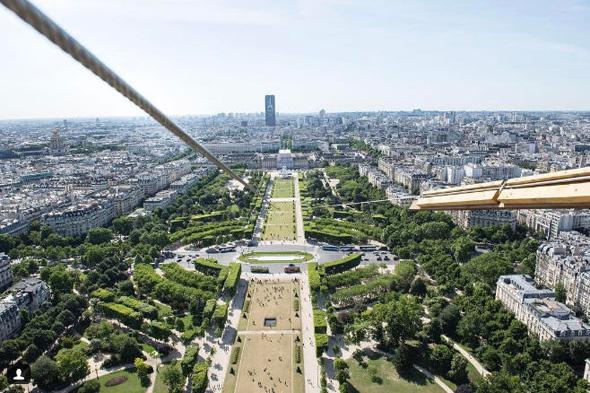 אומגה מגדל אייפל פריז 2