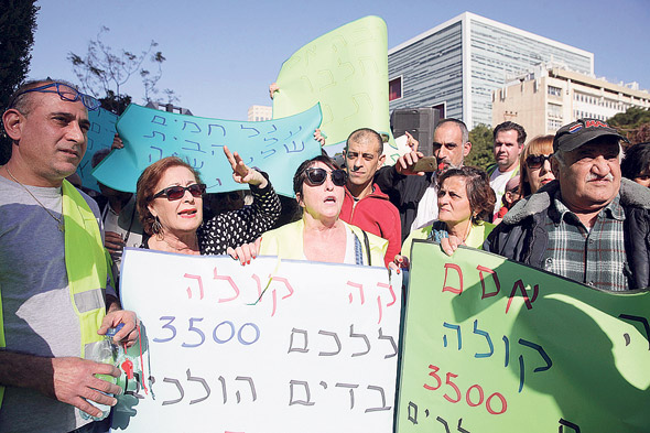 הפגנה עובדי מגה מול משרדי שרגא בירן, צילום: אוראל כהן