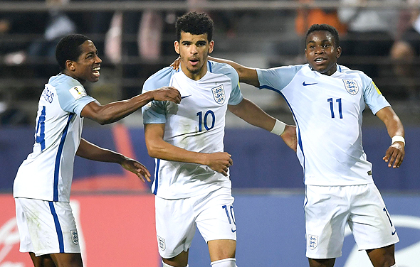 נבחרת אנגליה הצעירה. הילדים דורשים דקות משחק