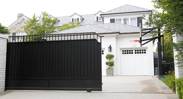 ביתו של לברון בלוס אנג'לס. יעבור בשביל הילד?