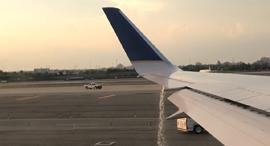 דליפת דלק לפני טיסה חברת יונייטד , צילום: Twitter@RachelEPas